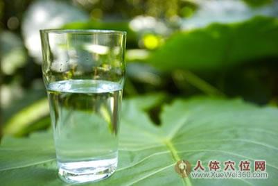 最好的治病良方是喝水