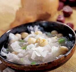 竹笋银耳七日瘦身汤