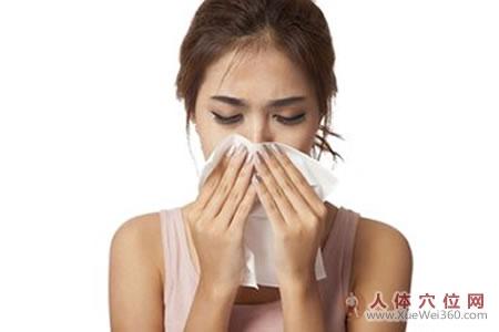 过敏性鼻炎按摩疗法:按揉迎香二穴